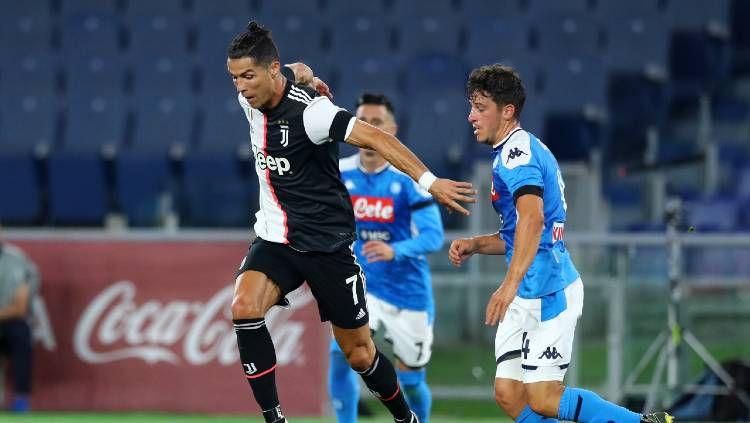 Aksi Cristiano Ronaldo di final Coppa Italia antara Napoli vs Juventus, Kamis (18/06/20) dini hari WIB. Copyright: © NurPhoto/Getty Images