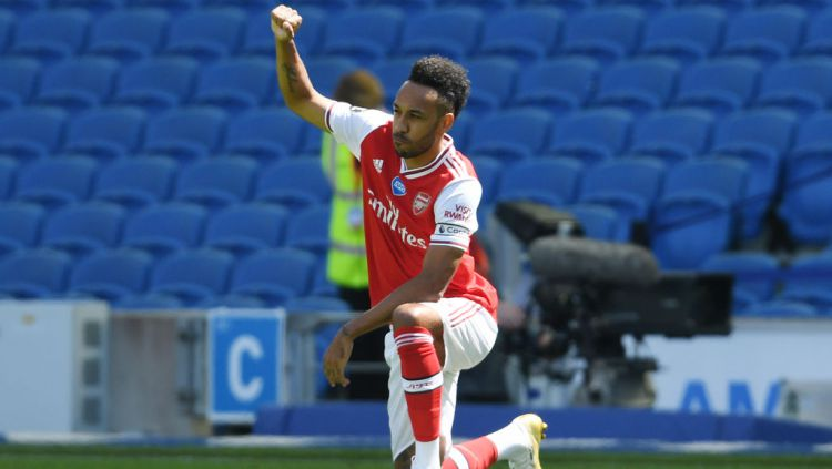 Pierre-Emerick Aubameyang mengibarkan bendera perang jelang derbi London Utara melawan Tottenham Hotspur. Copyright: © Stuart MacFarlane/Arsenal FC via Getty Images
