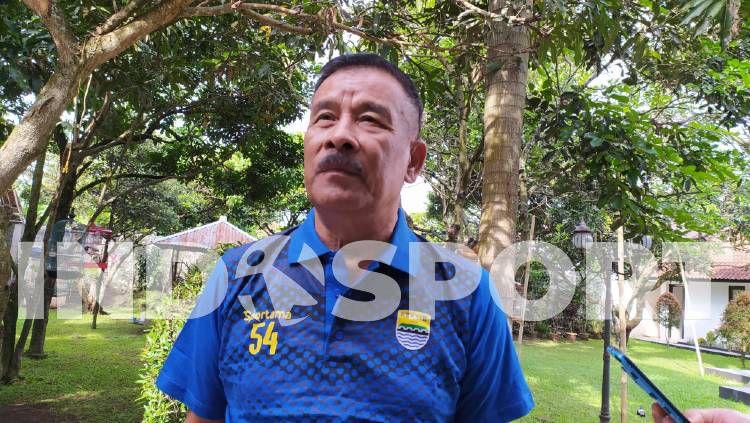 Komisaris PT Persib Bandung Bermartabat (PBB), Umuh Muchtar, buka suara soal wacana karantina para peserta Liga 1 2020. Copyright: © Arif Rahman/INDOSPORT