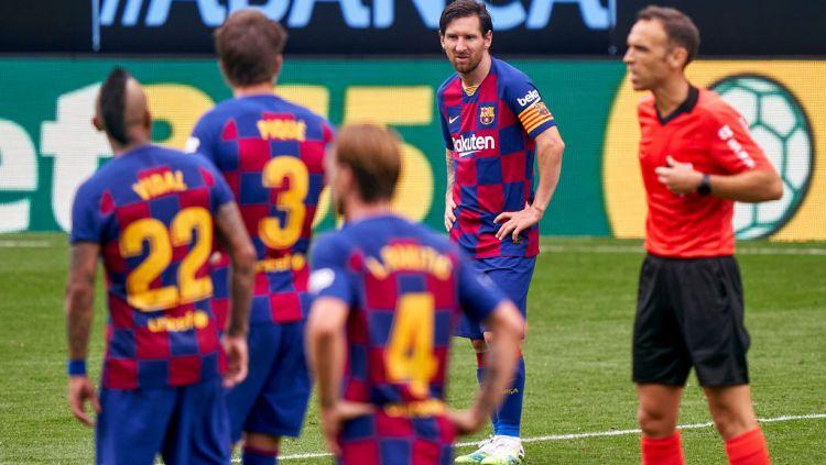 Kabar buruk menimpa Barcelona. Lionel Messi selaku pemain ikonik mereka sudah berencana hengkang akhir musim LaLiga Spanyol. Copyright: © Jose Manuel Alvarez/Quality Sport Images/Getty Images