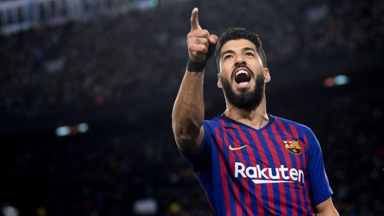 Selebrasi Luis Suarez usai mencetak gol di Liga Champions pada laga Barcelona vs Liverpool Copyright: © Matthias Hangst/Getty Images