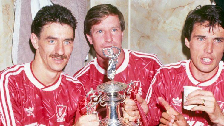 Sedikitnya ada 5 legenda top The Reds yang kampiun 1989-90 ternyata masih bisa melihat Liverpool kembali juara Liga Inggris. Siapa saja mereka? Copyright: © Liverpool FC via Getty Images