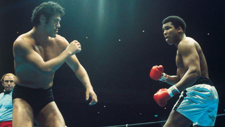 Antonio Inoki ketika bertarung melawan Muhammad Ali. Copyright: © Bettmann/GETTY IMAGES