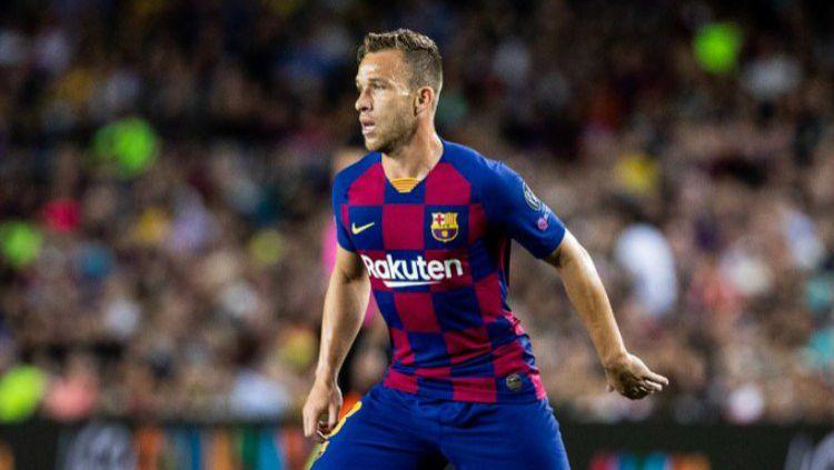 Klub LaLiga Spanyol Barcelona resmi mengumumkan telah melepas gelandang Arthur Melo ke wakil Serie A Italia Juventus, Senin (29/06/20) malam WIB. Copyright: © Twitter/@FCBarcelona