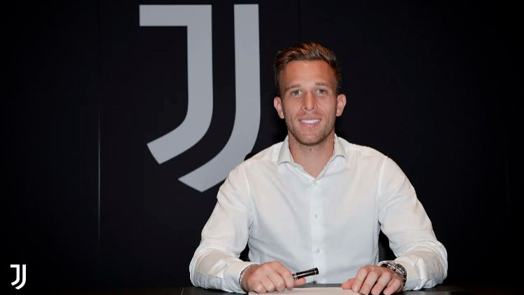 Mengintip perkiraan formasi yang bakal digunakan klub Serie A, Juventus, setelah kedatangan Arthur Melo, akankah menguntungkan taktik Sarri Ball? Copyright: © juventus.com