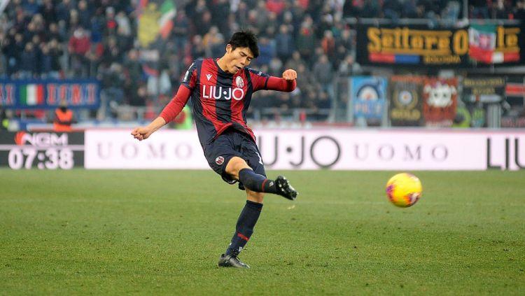 Gagal dapatkan buruan utama di bursa transfer musim panas ini, AC Milan dikabarkan berminat untuk memboyong palang pintu andalan Jepang. Copyright: © Mario Carlini / Iguana Press/Getty Images