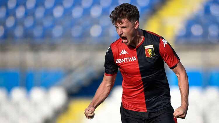 Inter Milan akhirnya resmi mendatangkan penyerang baru di bursa transfer ini setelah mendatangkan kembali Andrea Pinamonti dari Genoa. Copyright: © Nicolò Campo/LightRocket via Getty Images