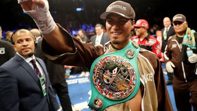 Mikey Garcia dengan sabuk gelar juara kelas WBC, merasa yakin dirinya mampu mengalahkan Manny Pacquiao. Copyright: © Elsa/Getty Images