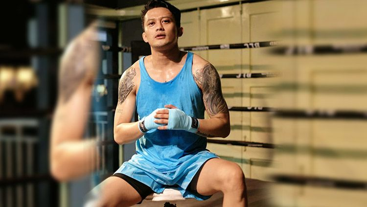 Aktor sekaligus Disc Jockey (DJ) ternama di Indonesia, Adhi Pawitra nampak semakin rajin latihan dan tubuhnya semakin terlihat berotot. Copyright: © adhipawitra/instagram