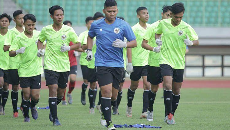 Timnas Indonesia U-16 memang sudah menjalani pemusatan latihan. Namun pemusatan latihan kali ini dilakukan dalam protokol kesehatan yang cukup ketat. Copyright: © media pssi