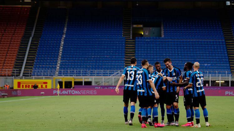 Selebrasi para pemain Inter Milan di stadion tanpa penonton Copyright: © Mattia Ozbot/Soccrates/Getty Images
