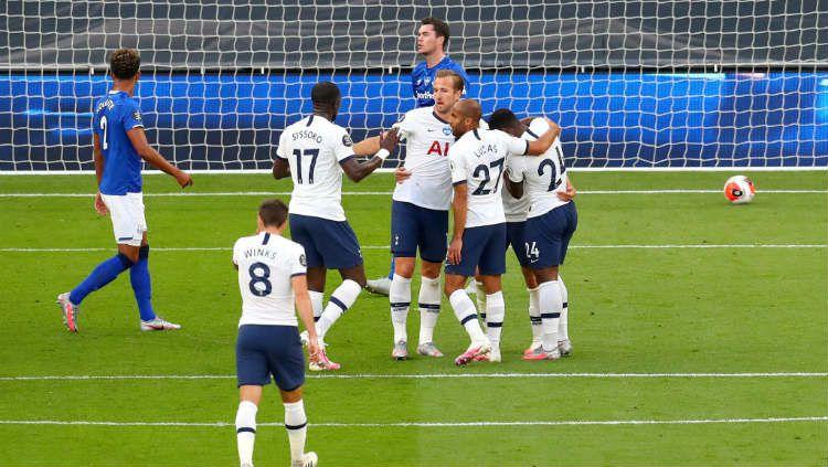 Perayaan gol Harry Kane dkk. di laga pekan ke-33 Liga Inggris antara Tottenham Hotspur vs Everton. Copyright: © Catherine Ivill/Getty Images