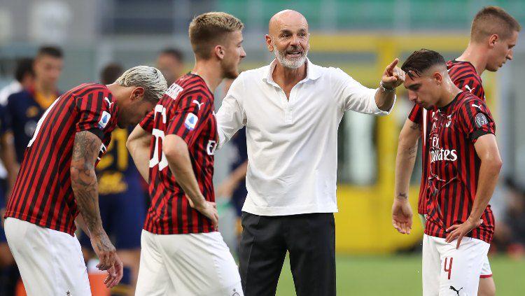 Kedahsyatan AC Milan di bawah Stefano Pioli di Serie A perlahan mulai menggoyahkan pendirian manajemen I Rossoneri untuk menggantikannya dengan Ralf Rangnick. Copyright: © Jonathan Moscrop/Getty Images