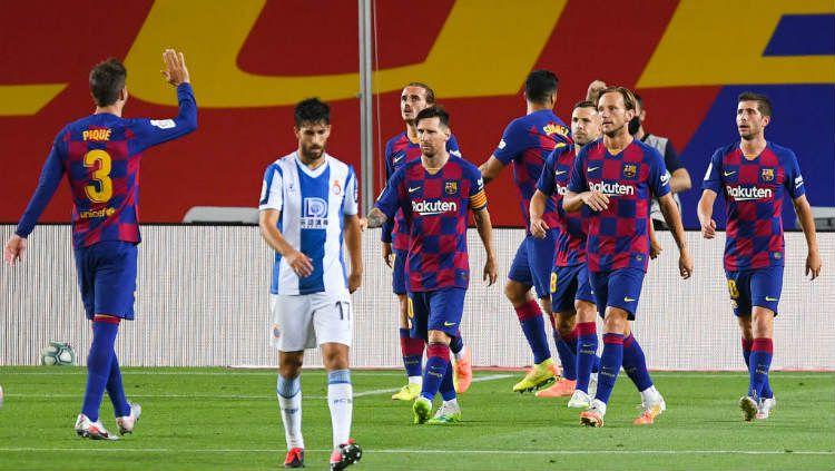 Perayaan gol Luis Suarez di laga pekan ke-35 LaLiga Spanyol Barcelona vs Espanyol. Copyright: © Alex Caparros/Getty Images