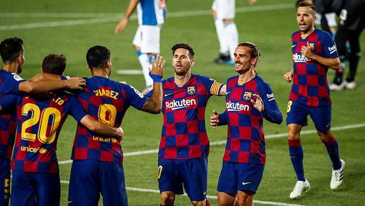 Sebelum bergulirnya LaLiga Spanyol 2020-2021, Barcelona belum sembuh dari krisis? Copyright: © Messi dan kawan kawan berselebrasi setelah mencetak gol ke gawang Espanyol.