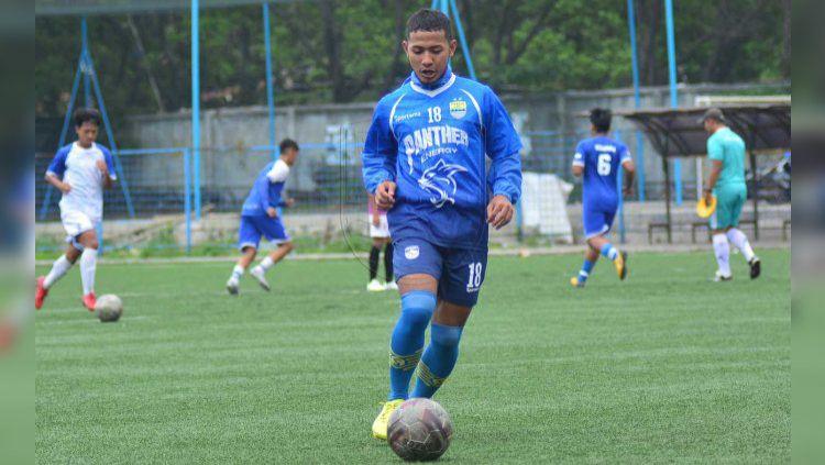 Gelandang Persib Bandung Gian Zola Nasrullah. Copyright: © PERSIB.co.id/M.Jatnika Sadili