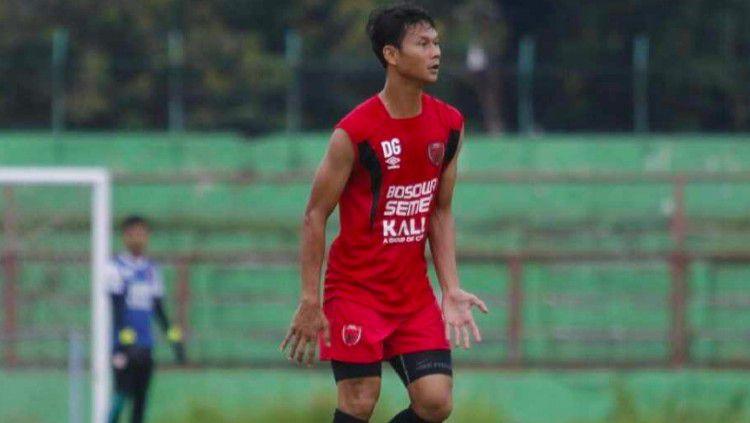 Stopper andalan PSM Makassar musim 2020, Dedi Gusmawan, berharap manajemen PSM Makassar bisa segera mengumpulkan pemain untuk kembali menjalani latihan tim yang telah diliburkan sejak Maret lalu. Copyright: © Dok. Dedi Gusmawan