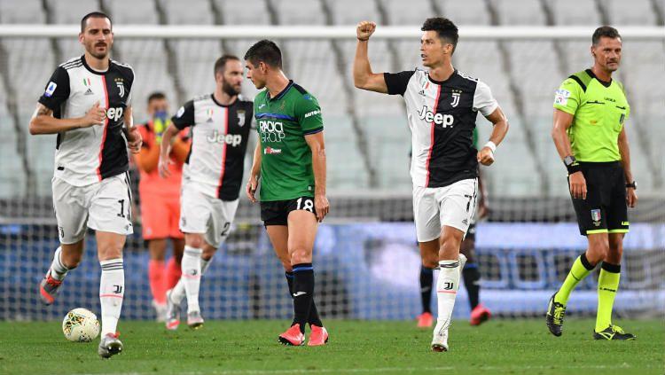 Juventus dapat dua penalti di satu laga Serie A Liga Italia sehingga gagalkan kemenangan Atalanta, Gian Piero Gasperini selaku pelatih La Dea Berang. Copyright: © Valerio Pennicino/Getty Images