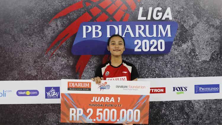 Pebulutangkis muda berusia 14 tahun, mampu mengalahkan seniornya di nomor tunggal putri dalam rangkaian Liga PB Djarum 2020. Copyright: © Humas PB Djarum