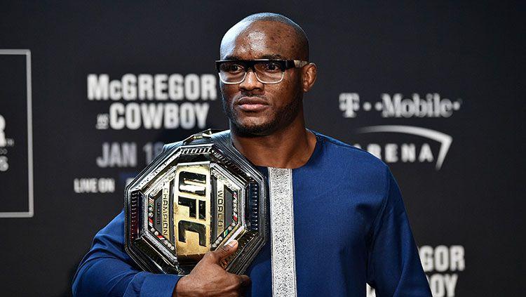 Meski menjadi musuh, namun raja kelas welter UFC, Kamaru Usman memberikan kata-kata menyentuh untuk Conor McGregor. Copyright: © Chris Unger/Getty Images
