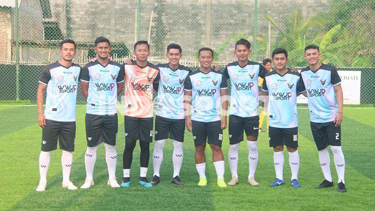 Para pemain Liga 1 yang mengikuti Trofeo di pembukaan D'Soccer Stadium Copyright: © Alvin Syaptia Pratama/INDOSPORT