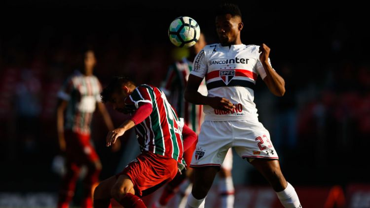 Gustavo Maia (kanan), pemain Sao Paulo yang diincar Barcelona Copyright: © Alexandre Schneider/Getty Images