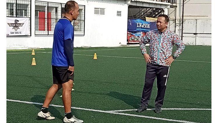 Pelatih sepak bola milik klub Liga 2 Sulut United, Ricky Nelson, berupaya menghadirkan suasana kekeluargaan di dalam skuadnya hingga saat ini. Copyright: © Instagram Sulut United