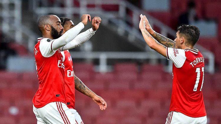 Selebrasi gol Alexandre Lacazette dalam pertandingan lanjutan Liga Inggris antara Arsenal vs Liverpool, Rabu (15/7/20). Copyright: © Twitter Arsenal