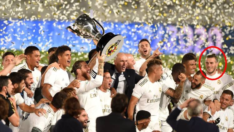 Senyuman Gareth Bale dalam euforia kemenangan Real Madrid saat memastikan diri Juara LaLiga Soayol 2019-2020. Copyright: © Denis Doyle/Getty Images