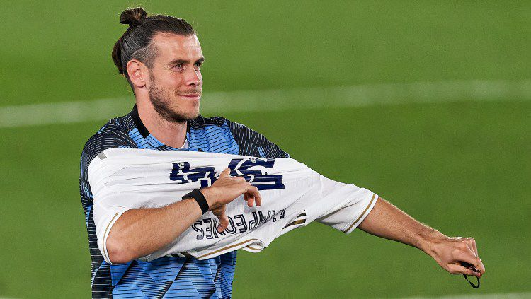 Gareth Bale tetap jadi parasit bagi raksasa LaLiga Spanyol, Real Madrid meski sudah dibuang ke Tottenham Hotspur. Gara-gara ini, ia bisa buat klub dan pelatih Zinedine Zidane tamat. Copyright: © Quality Sport Images/Getty Images