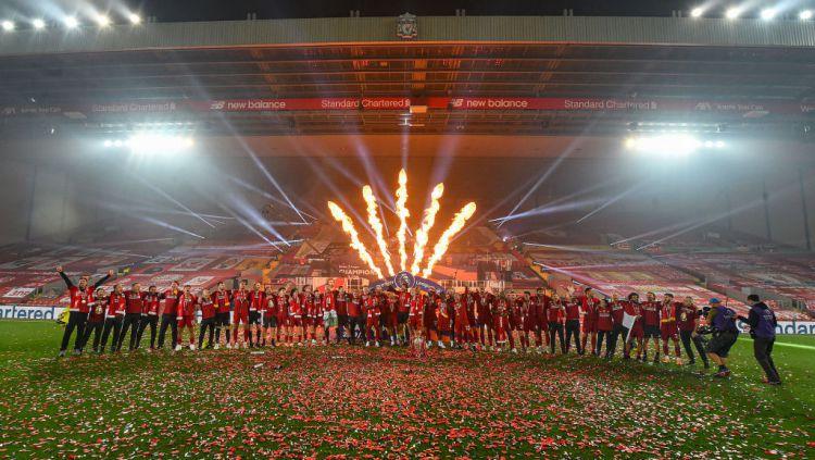You'll Never Walk Alone dikumandangkan saat pesta perayaan juara Liga Inggris Liverpool di Anfield musim ini. Copyright: © Andrew Powell/Liverpool FC via Getty Images