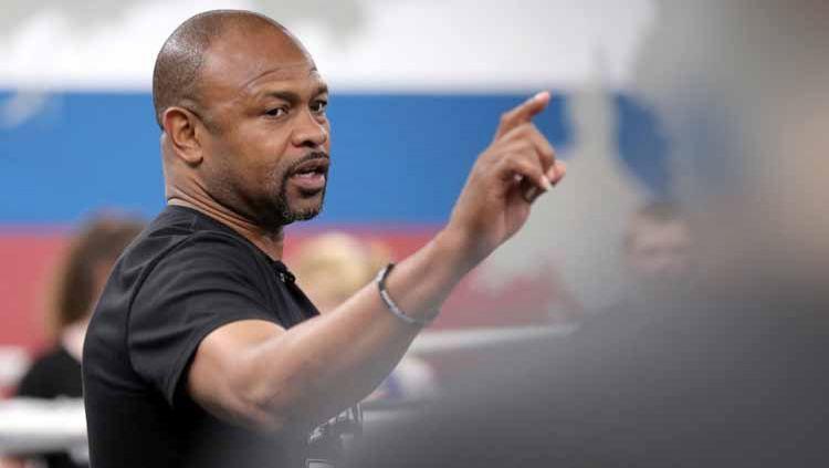 Calon lawan Mike Tyson, Roy Jones Jr, pernah membuat KO lawannya dengan tangan di belakang. Copyright: © Peter Kovalev\TASS via Getty Images