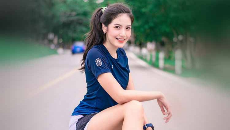 Dollaya Nan, selebgram cantik asal Thailand ini ternyata gemar olahraga angkat besi. Copyright: © Instagram@dollaya_nann