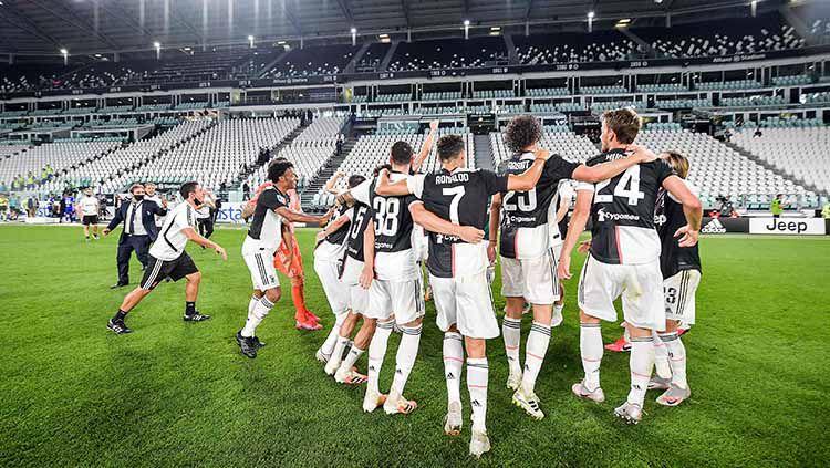 Pelatih Juventus, Maurizio Sarri menyebutkan bahwa musim ini bukan penampilan yang buruk bagi anak asuhnya, meski tidak bisa menjadi juara Liga Champions. Copyright: © Getty images