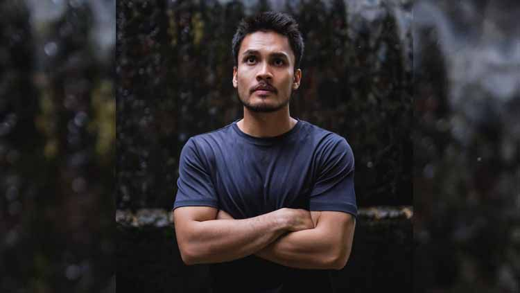 Aktor kondang, Randy Pangalila, tak hanya menggeluti Mixed Martial Arts (MMA), kini dirinya juga menjajal olahraga menembak. Copyright: © Instagram