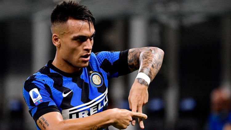 Raksasa sepak bola Serie A Liga Italia, Inter Milan, kabarnya ingin segera memperpanjang kontrak Lautaro Martinez sekaligus menyiapkan niat jahat ke Juventus. Copyright: © Mattia Ozbot/Soccrates/Getty Images
