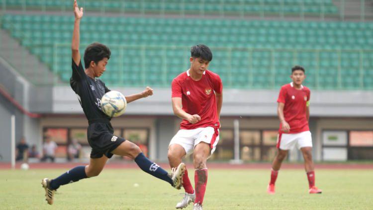Timnas U-16 ditahan imbang oleh Bina Taruna U-18 pada laga uji coba di Stadion Patriot, Selasa (28/07/20). Copyright: © Naufal/Media PSSI
