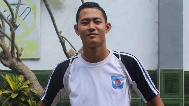 Kiper Persib Bandung U-18, Erlangga Setyo, hanya bisa sabar menunggu informasi dari pelatih Timnas Indonesia U-19, Shin Tae-yong terkait jadwal latihan perdana. Copyright: © instagram.com/erlangga935