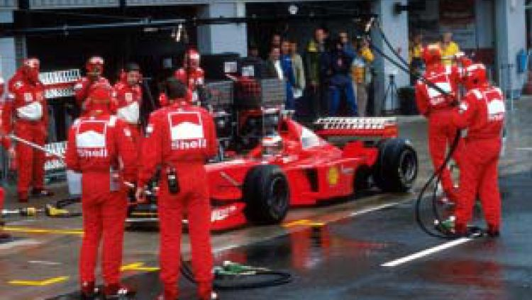 Kemenangan Schumacher dalam pit lane Copyright: © Essentiallysports