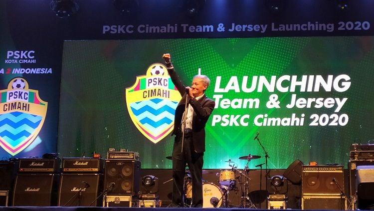 Komisaris Utama tim sepak bola PSKC Cimahi, Eddy Moelyo, menanggapi hasil manager meeting yang digelar PT Liga Indonesia Baru (LIB) di Yogyakarta. Copyright: © Dok. PSKC Cimahi