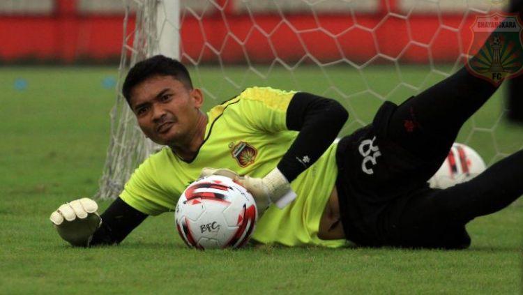 Kiper klub Liga 1 Bhayangkara FC, Indra Adi Nugraha memiliki cerita unik sebelum masuk skuat The Guardian. Copyright: © Ary Kristianto/Bhayangkara FC