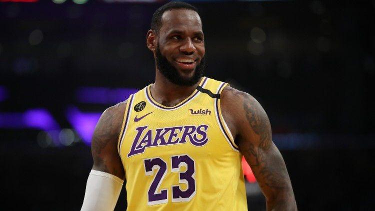 Superstar LA Lakers, LeBron James mengubah sikapnya terkait kelanjutan NBA. King James dikabarkan ingin melanjutkan Playoff NBA. Copyright: © Katelyn Mulcahy/Getty Images