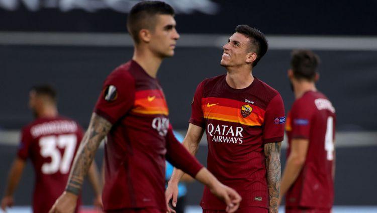 Ekspresi Roger Ibanez (kanan) usai AS Roma dikalahkan Sevilla di Liga Europa Copyright: © Friedemann Vogel/Pool via Getty Images