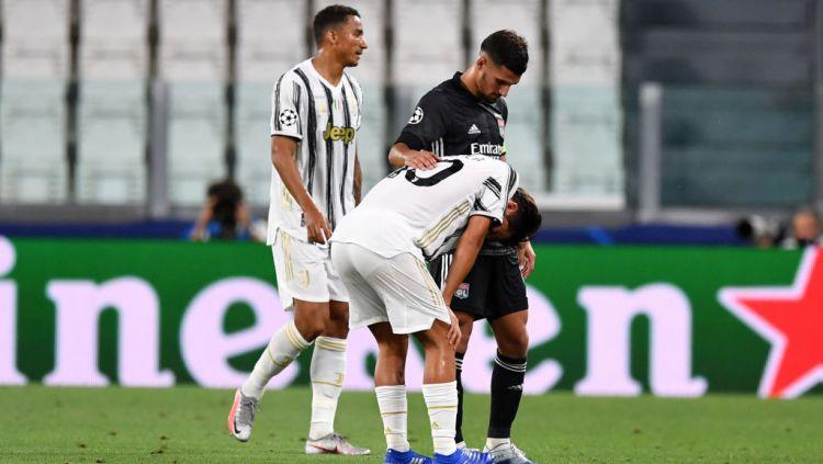 Paulo Dybala tertunduk lesu usai Juventus disingkirkan Lyon di ajang Liga Champions Copyright: © Valerio Pennicino/Getty Images