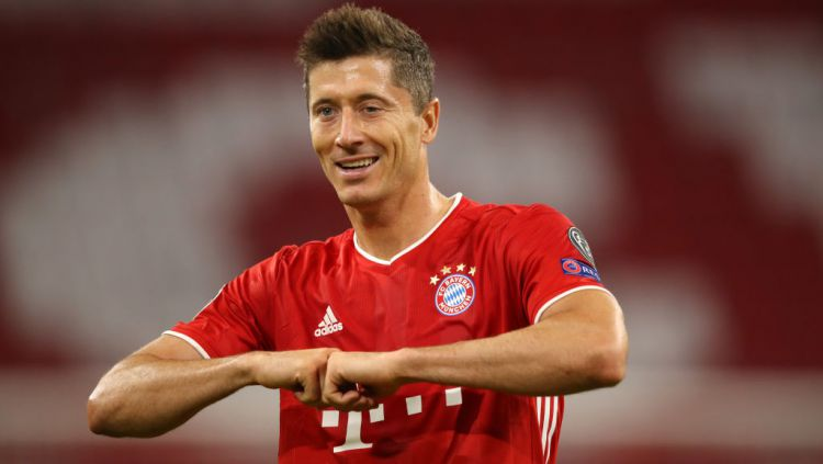 Kalah pamor dari striker Juventus, Cristiano Ronaldo dan winger Barcelona, Lionel Messi, jadi bukti Ballon d'Or telah 'dicuri' dari tangan Robert Lewandowski. Copyright: © A. Hassenstein/Getty Images for FC Bayern