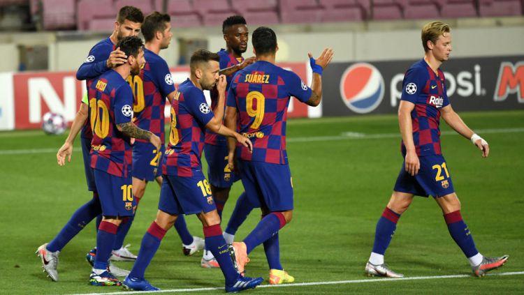 Skuat Barcelona selebrasi usai Messi cetak gol ke gawang Napoli di Liga Champions Copyright: © David Ramos/Getty Images