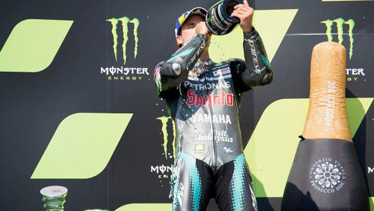 Naik podium untuk pertama kalinya di MotoGP, Morbidelli pun mengungkapkan rasa terima kasihnya ke Valentino Rossi. Copyright: © (Photo by Mirco Lazzari gp/Getty Images)