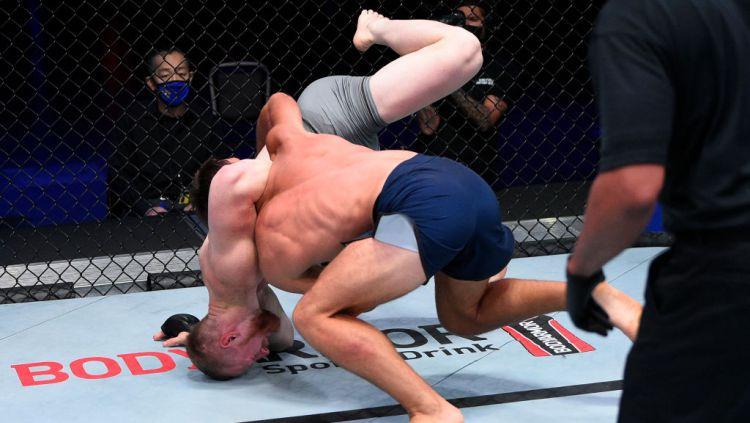 Kejadian mengerikan terjadi di kompetisi MMA, Dana White's Contender Series (DWCS) 28, di mana Joseph Pyfer mengalami patah tulang saat bertarung. Copyright: © Chris Unger/DWCS LLC/Zuffa LLC