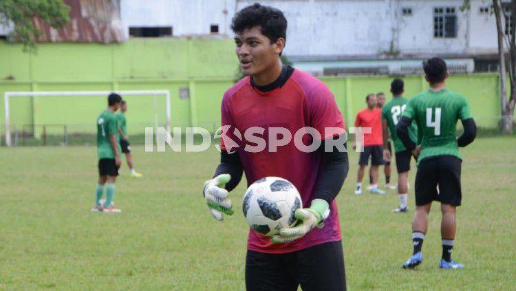 Kiper muda PSMS Medan, Muhammad Adi Satryo. Copyright: © Aldi Aulia Anwar/INDOSPORT
