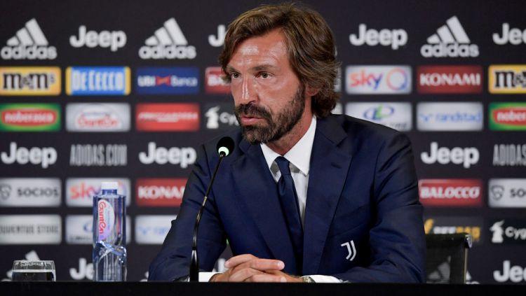 Pelatih Baru Juventus, Andrea Pirlo, memaparkan formasi yang akan ia pakai saat melawan Sampdoria di pekan perdana Serie A Liga Italia 2020/21. Copyright: © Daniele Badolato - Juventus FC/Juventus FC via Getty Images